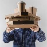 Налоговая служба дала разъяснения о возможности привлекать службам по доставке еды самозанятых