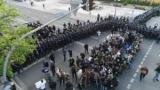 Полиция против С14: столкновения в центре Киева расстреляли с беспилотника